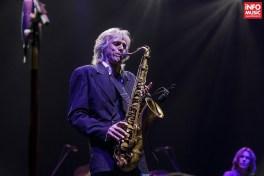 Chris White - Concert The Dire Straits Experience la Sala Palatului pe 20 martie 2016