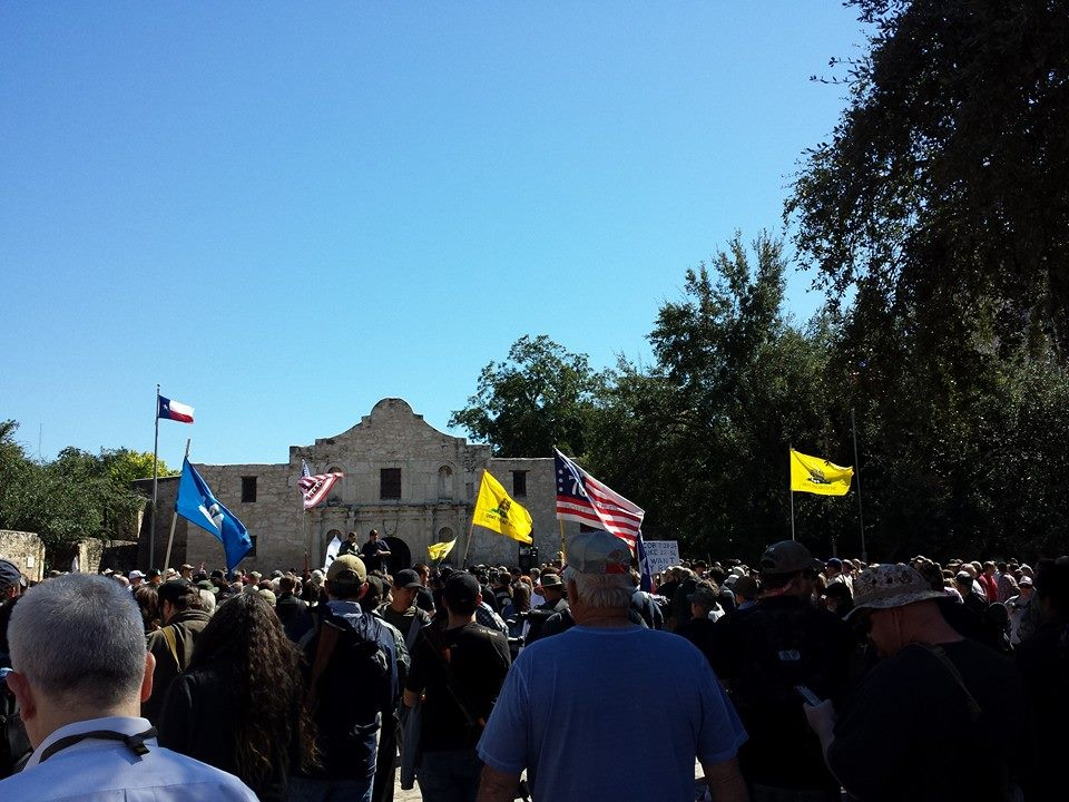 Crowd attentively and peacefully listens to speaker. / image via Come and Take It San Antonio Facebook.