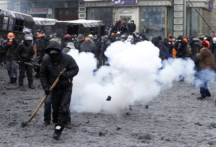Pro-European protesters gather during clashes with riot police in Kiev January 22, 2014. (Reuters/Vasily Fedosenko)
