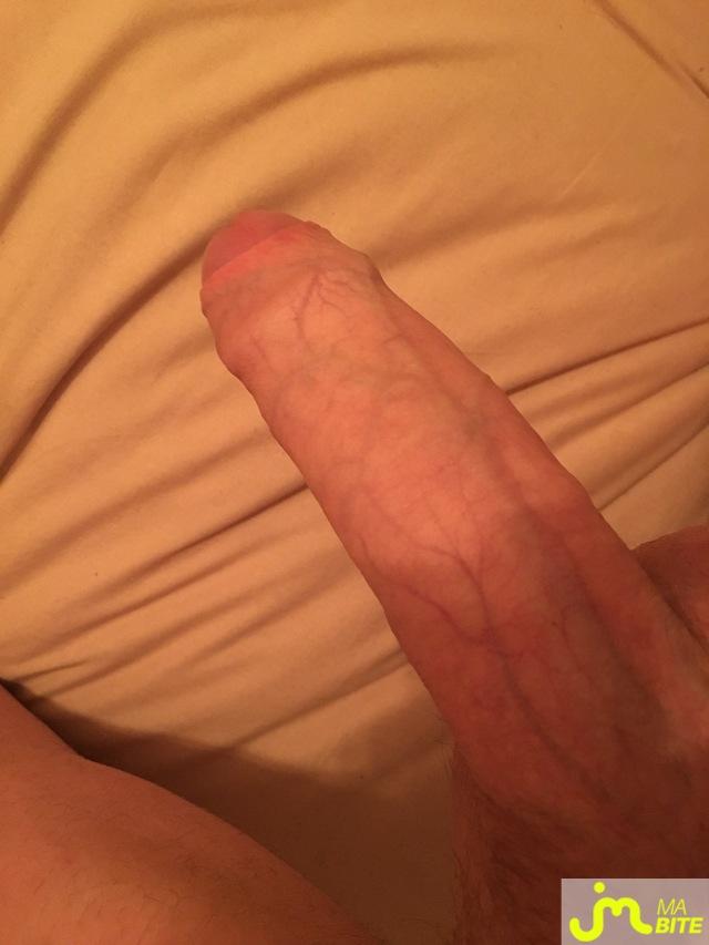 je montre ma bite pourtabouche nous montre sa bite pour la 3eme fois sur le site jemontremabite com