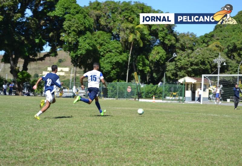 Al. Alexandre corre mais que o marcador para recuperar a posse de bola. (Foto: Jornal Pelicano)