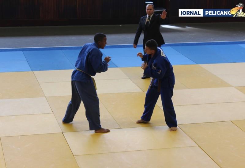 Al. Marlon durante luta na categoria Leve (Foto: Jornal Pelicano)