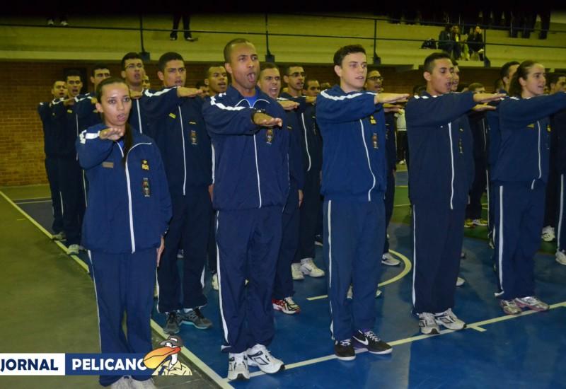 Alunos fazem o Juramento do Atleta, durante a Cerimônia de Abertura. (Foto: Jornal Pelicano)