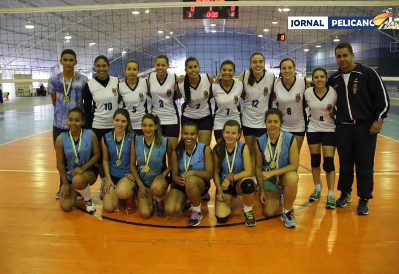Meninas dos dois times posam para foto. (Foto: Al. Colares / Jornal Pelicano)