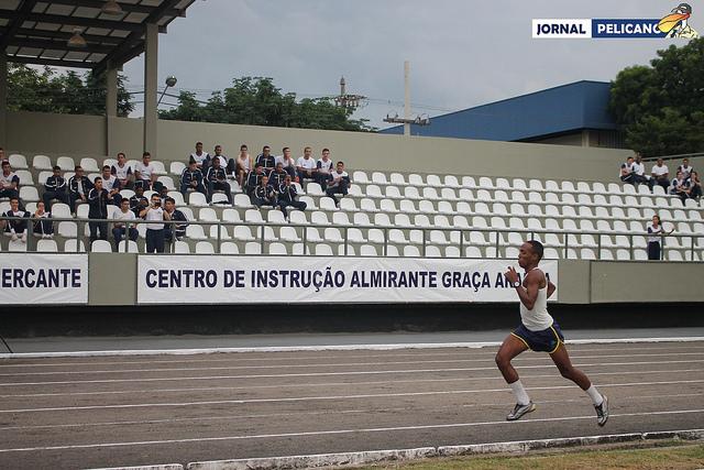 Al. Carlos Sousa lidera, com folga, a prova dos 3000m. (Foto: Al. Ingrid Ferreira / Jornal Pelicano)