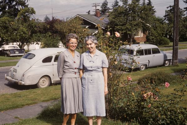 Caregiver Laura with sis-in-law Dorothy in Mt Vernon, Washington