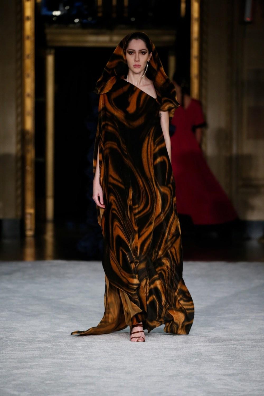 Christian Siriano: Christian Siriano Fall Winter 2021-22 Fashion Show Photo #14