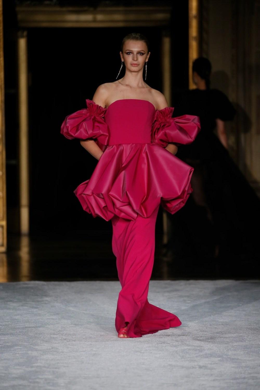 Christian Siriano: Christian Siriano Fall Winter 2021-22 Fashion Show Photo #40