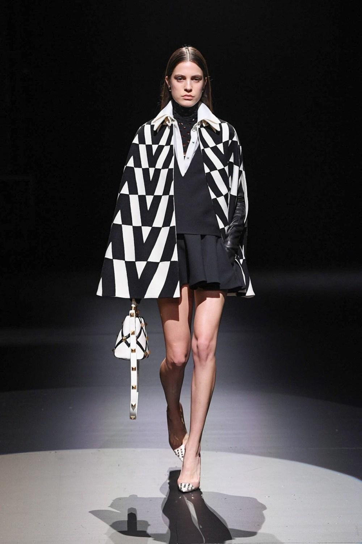 Valentino: Valentino Fall Winter 2021-22 Fashion Show Photo #39