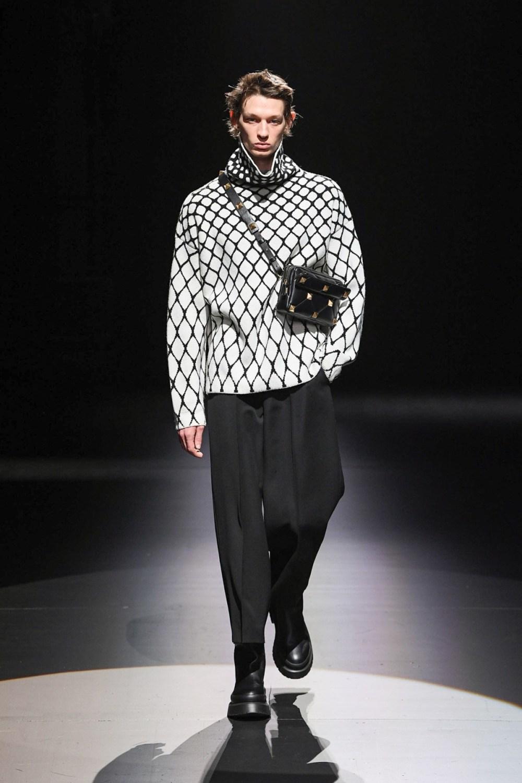 Valentino: Valentino Fall Winter 2021-22 Fashion Show Photo #16