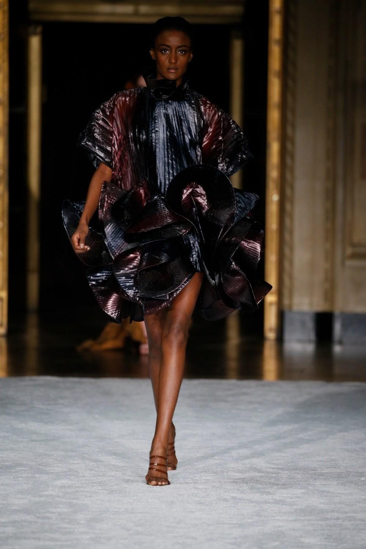 Christian Siriano: Christian Siriano Fall Winter 2021-22 Fashion Show Photo #38