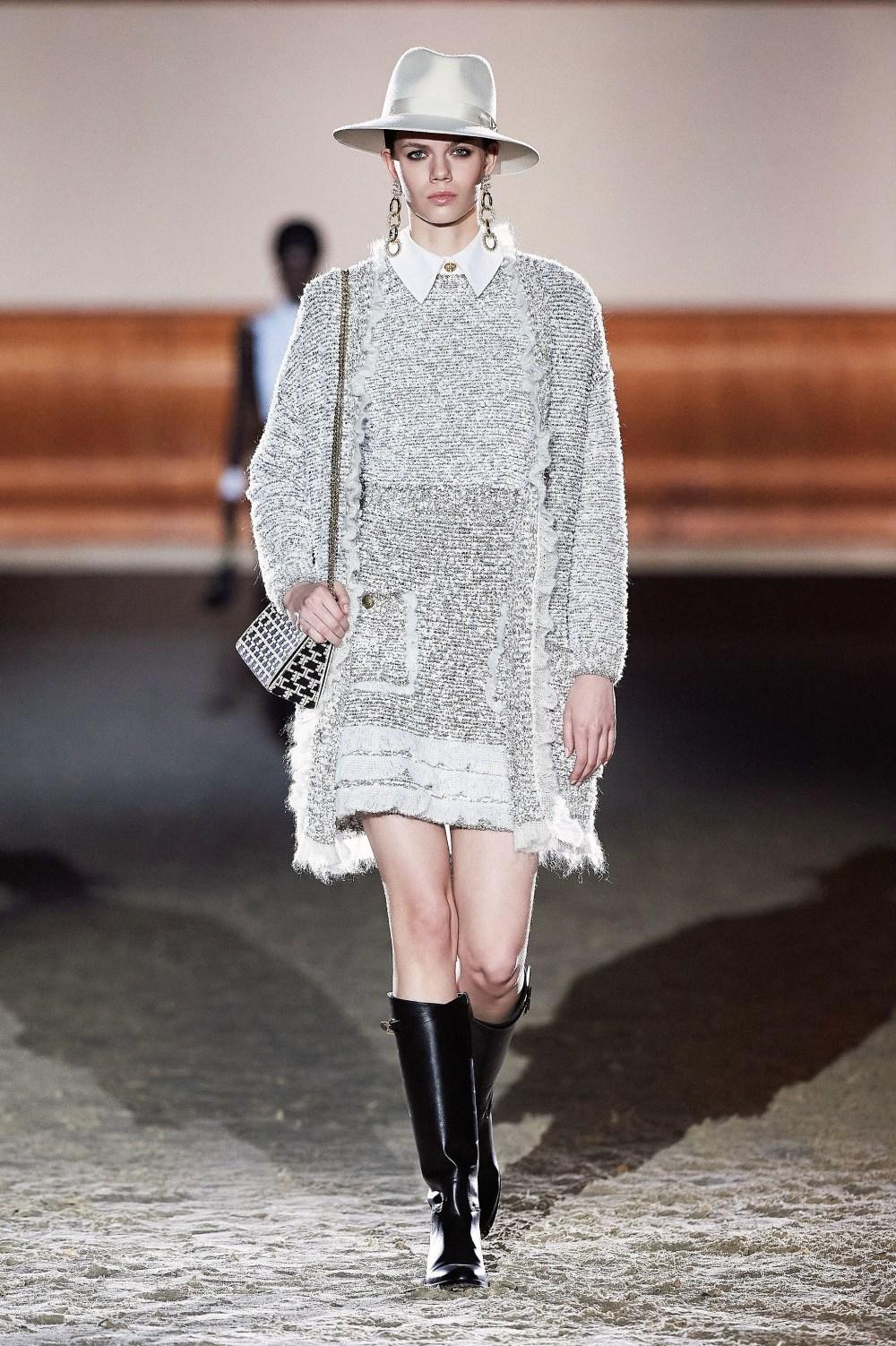 Elisabetta Franchi: Elisabetta Franchi Fall Winter 2021-22 Fashion Show Photo #53