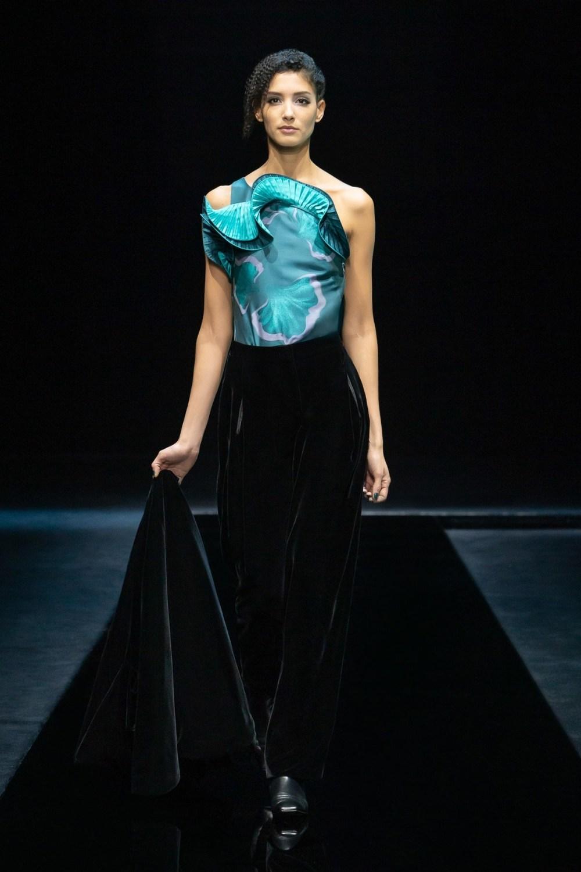Armani: Giorgio Armani Fall Winter 2021-22 Fashion Show Photo #3