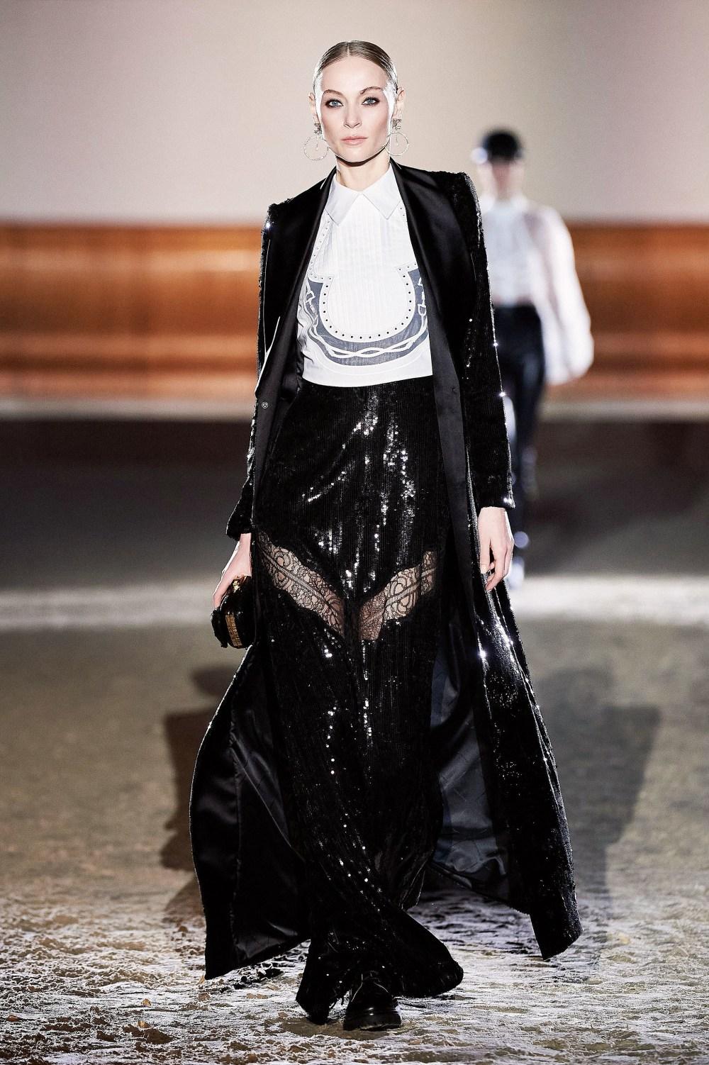 Elisabetta Franchi: Elisabetta Franchi Fall Winter 2021-22 Fashion Show Photo #58
