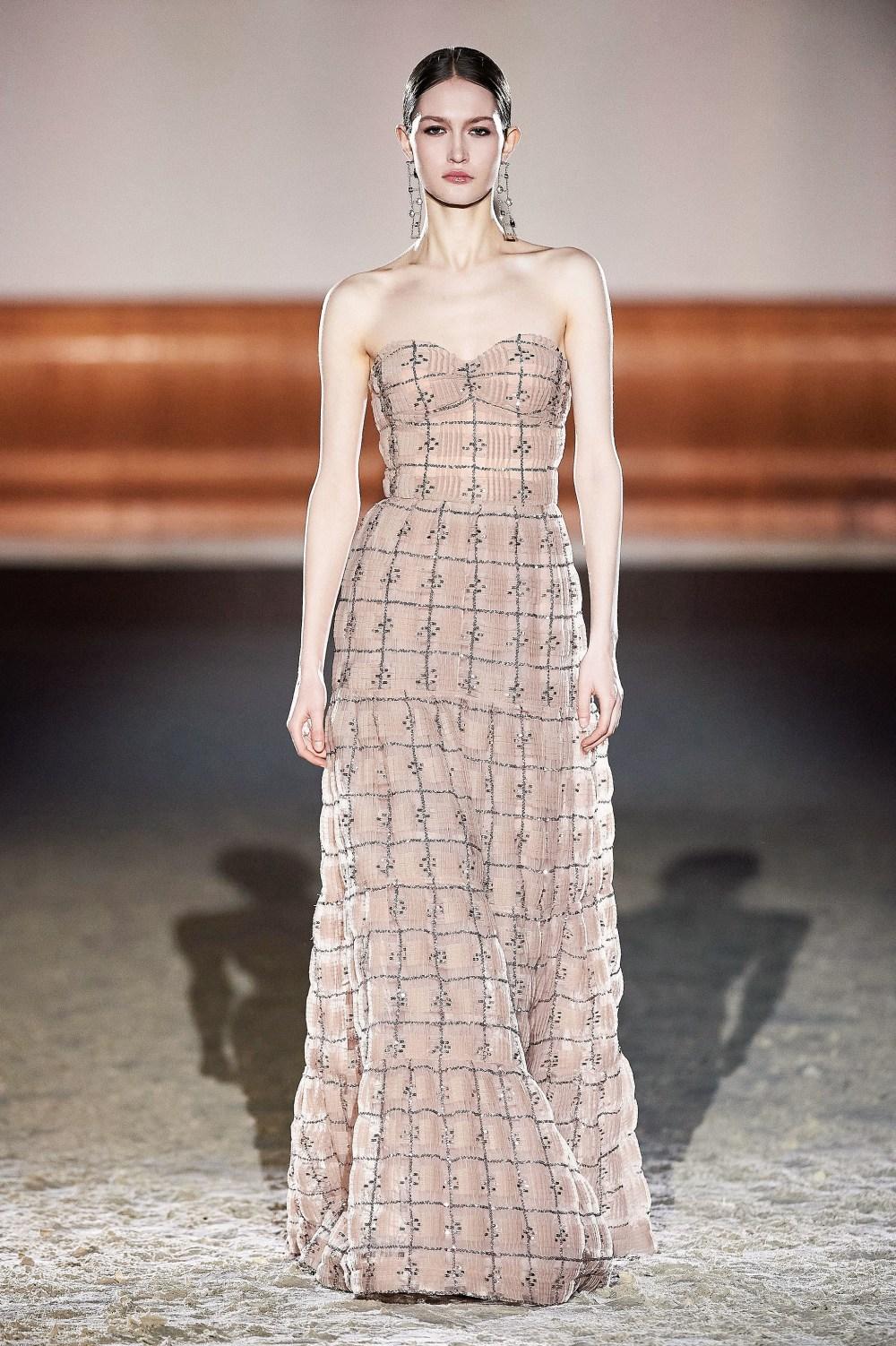 Elisabetta Franchi: Elisabetta Franchi Fall Winter 2021-22 Fashion Show Photo #35