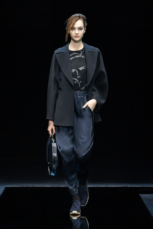 Armani: Giorgio Armani Fall Winter 2021-22 Fashion Show Photo #19