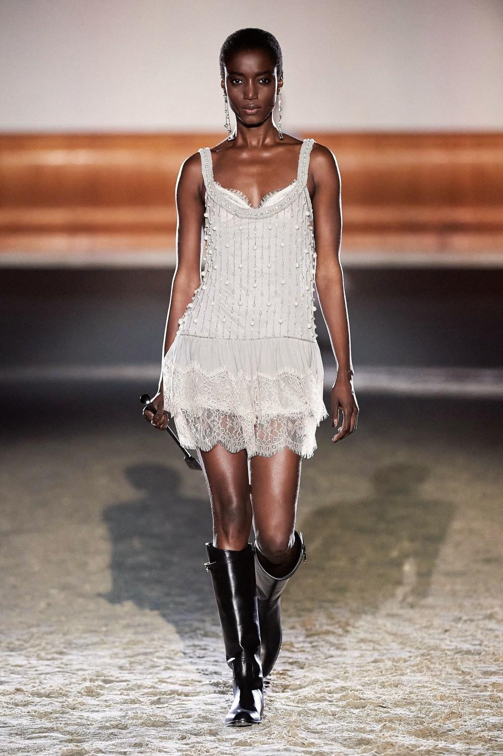 Elisabetta Franchi: Elisabetta Franchi Fall Winter 2021-22 Fashion Show Photo #24