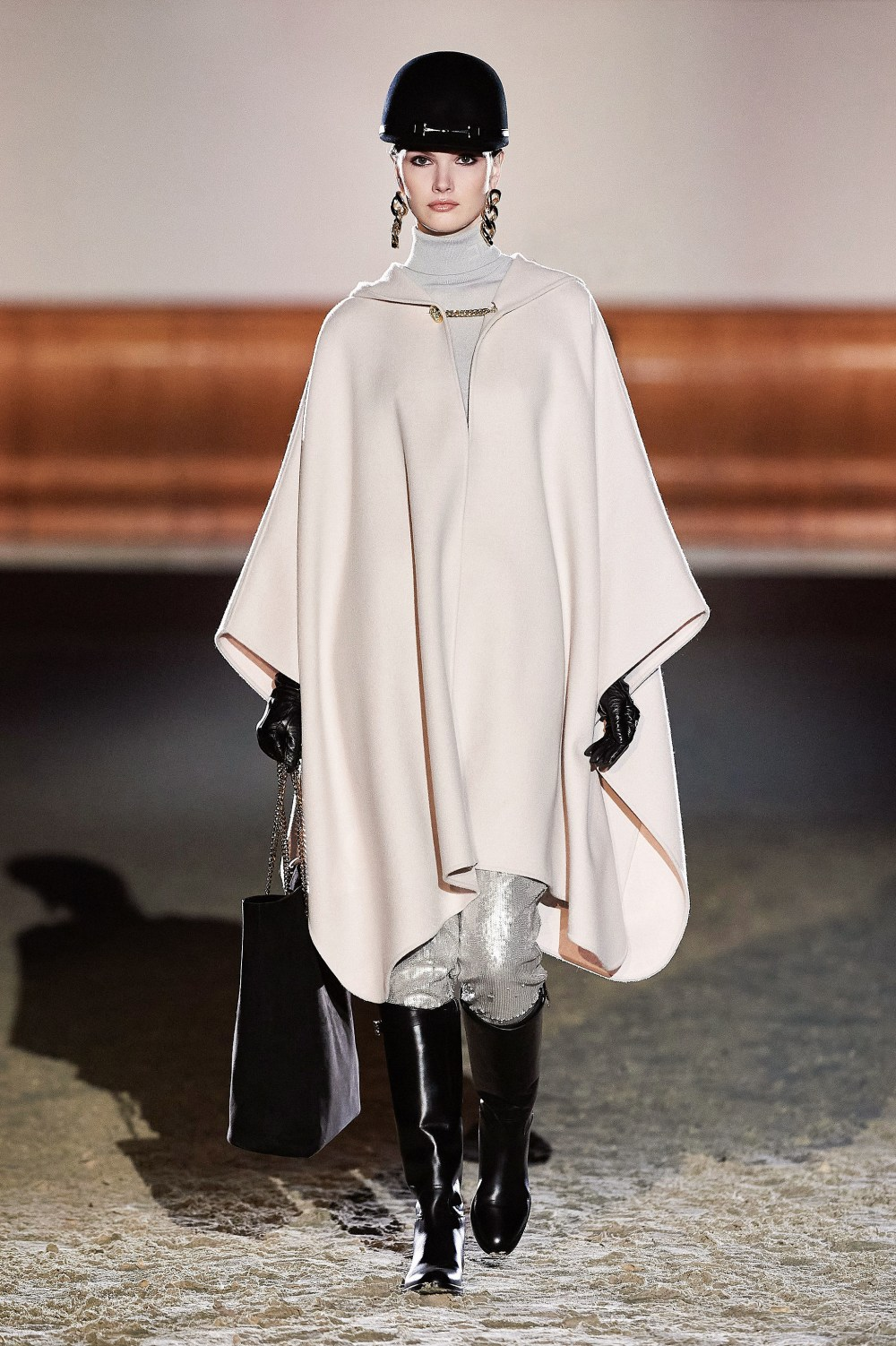 Elisabetta Franchi: Elisabetta Franchi Fall Winter 2021-22 Fashion Show Photo #28