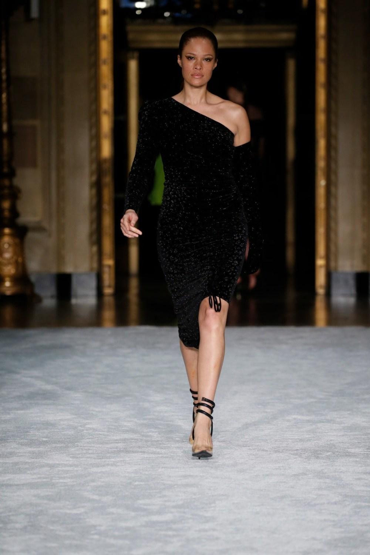 Christian Siriano: Christian Siriano Fall Winter 2021-22 Fashion Show Photo #25