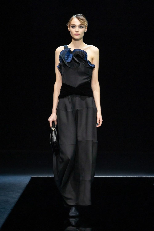 Armani: Giorgio Armani Fall Winter 2021-22 Fashion Show Photo #25