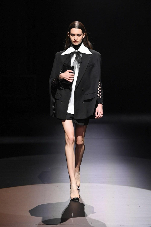 Valentino: Valentino Fall Winter 2021-22 Fashion Show Photo #2