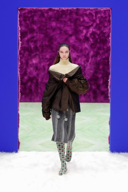 Prada: Prada Fall Winter 2021-22 Fashion Show Photo #28