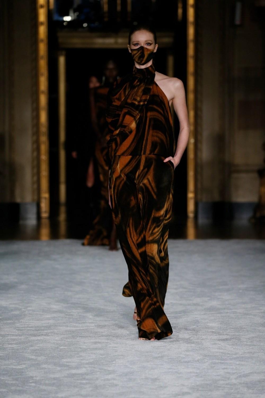 Christian Siriano: Christian Siriano Fall Winter 2021-22 Fashion Show Photo #12