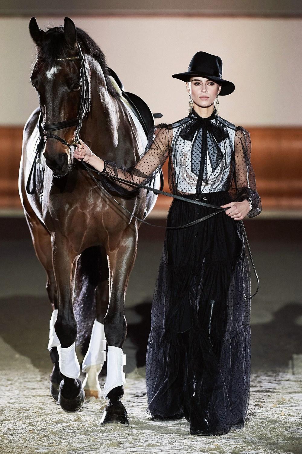 Elisabetta Franchi: Elisabetta Franchi Fall Winter 2021-22 Fashion Show Photo #61