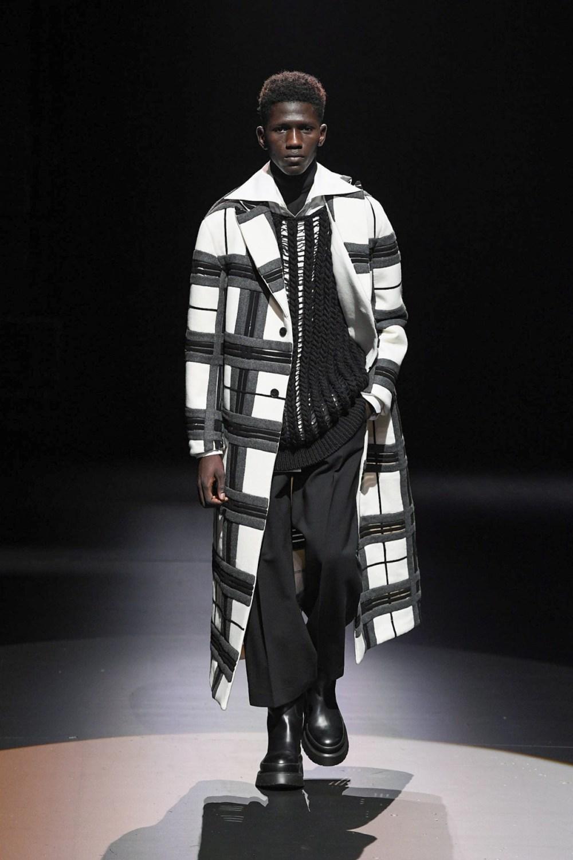 Valentino: Valentino Fall Winter 2021-22 Fashion Show Photo #28