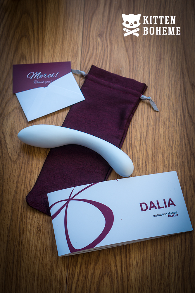 Désirables Dalia Porcelain Dildo Packaging Contents