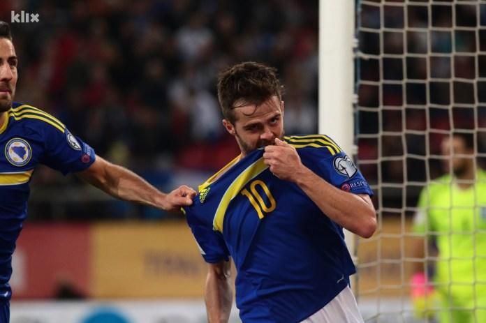 Pjanić slavi pogodak protiv Grčke u 4. kolu kvalifikacija za SP. (Foto: Klix.ba)