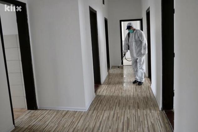 Dezinfekcija izolatorija u Srebreniku (Foto: A. K./Klix.ba)