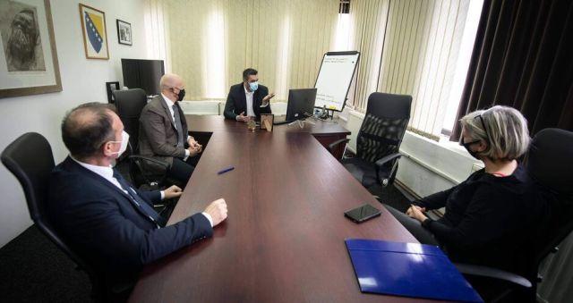 Ambasador Field na sastanku sa direktorom MC Srebrenica