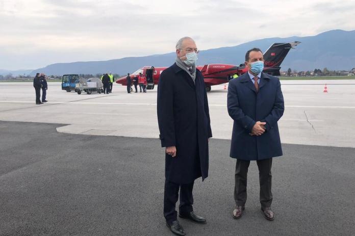 Ministar sigurnosti BiH Selmo Cikotić dočekao vakcine iz Turske (Foto: Amabasada Turske u BiH)