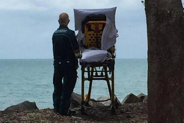 Bolničari oduševili svijet jer su staricu na samrti posljednji put odveli na plažu