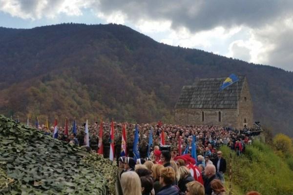 """Na ostacima kraljevskog grada Bobovca obavljena""""Molitva za Domovinu"""""""