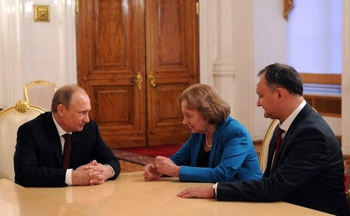 С главой партии социалистов Молдавии Игорем Додоном (справа) и бывшим премьер-министром Молдавии Зинаидой Гречаный.