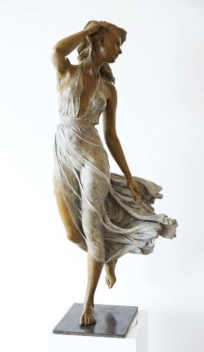 Летящее платье. Автор: Luo Li Rong.