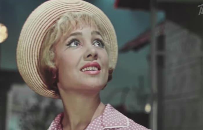 Кадр из фильма *Королева бензоколонки*, 1962 | Фото: kino-teatr.ru