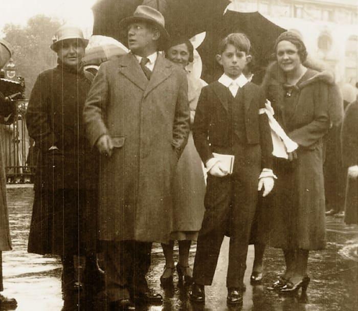 Гертруда Стайн, Пабло Пикассо, Ольга Хохлова и Пауло. Париж, 1934 | Фото: picassolive.ru