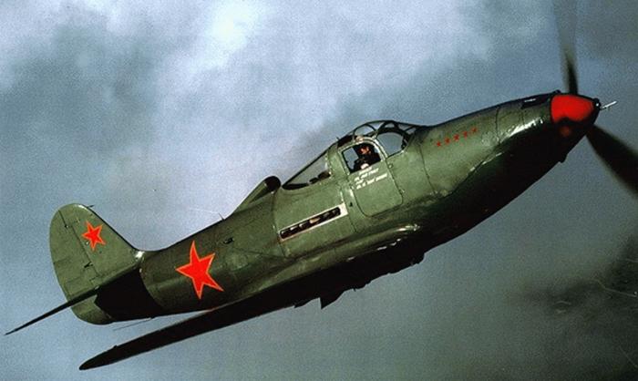 Американский истребитель Bell P-39 Airacobra, поставлявшийся в СССР по ленд-лизу. | Фото: оввакул.рф.