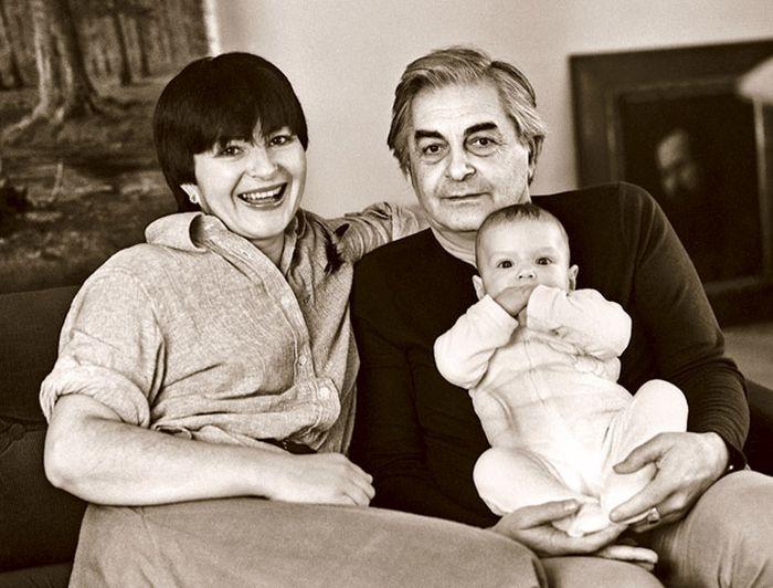 Юрий Любимов и Каталин Кунц с сыном. / Фото: www.liveinternet.ru