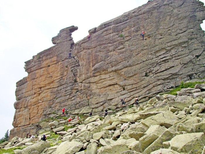 Каменная стена в Горной Шории. /Фото:userapi.com