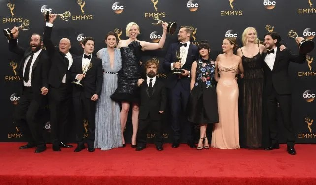 De festejo. El elenco de Game of Thrones se transformó en la serie en horario estelar más galardonada de la televisión norteamericana.