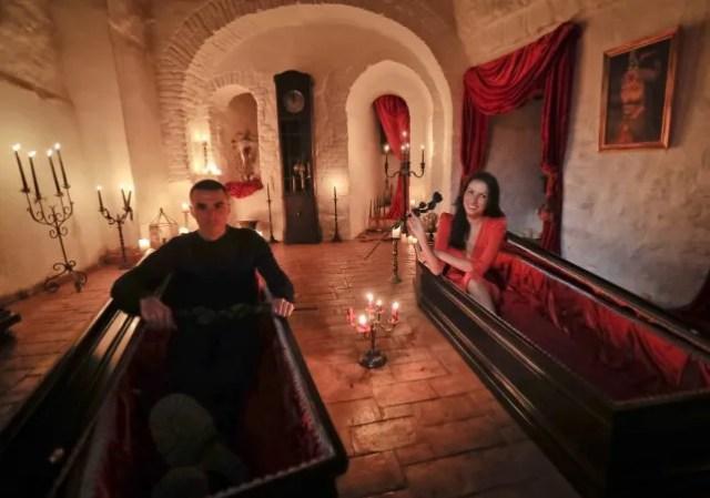 Dos hermanos durmieron en el castillo de Drácula y dijeron que había huéspedes invisibles