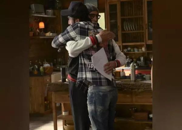 Big B hugs Ranbir