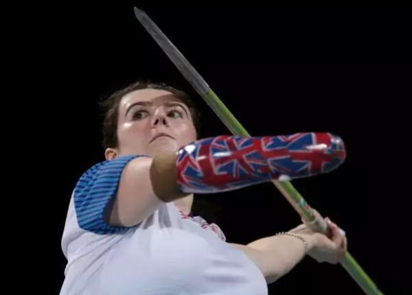 Lady javelin throw