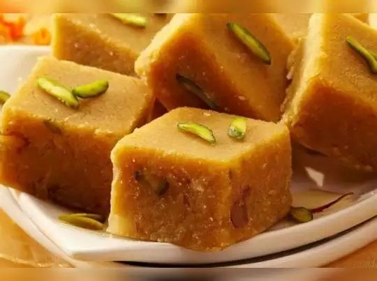 આ સરળ રેસિપીથી ઘરે જ બનાવો સ્વાદિષ્ટ મોહનથાળ 😋 - mohanthal recipe in  gujarati   I am Gujarat