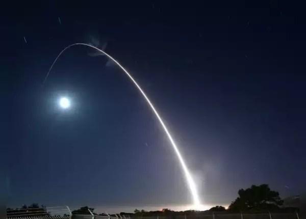 स्पेस फोर्स का झंडा भी लॉन्च