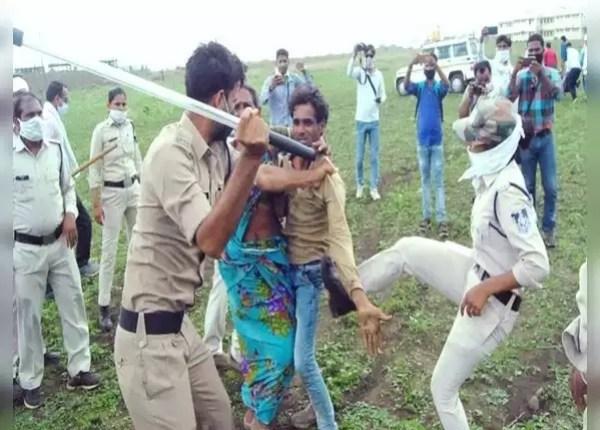 लात मार रही थी महिला पुलिसकर्मी